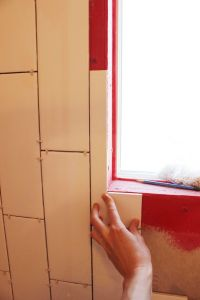 How to Tile a Shower/Tub Surround, Part 1: Laying the Tile