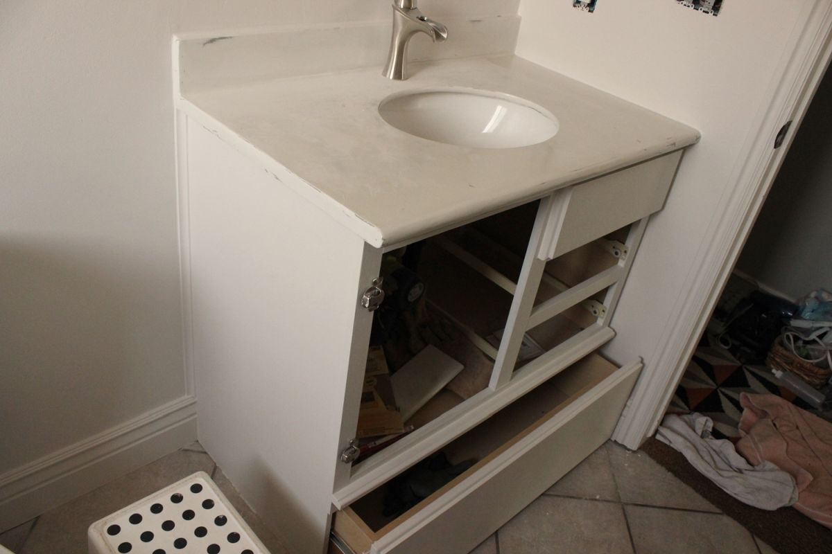 DIY Upgrade Bathroom Vanity- paint dry