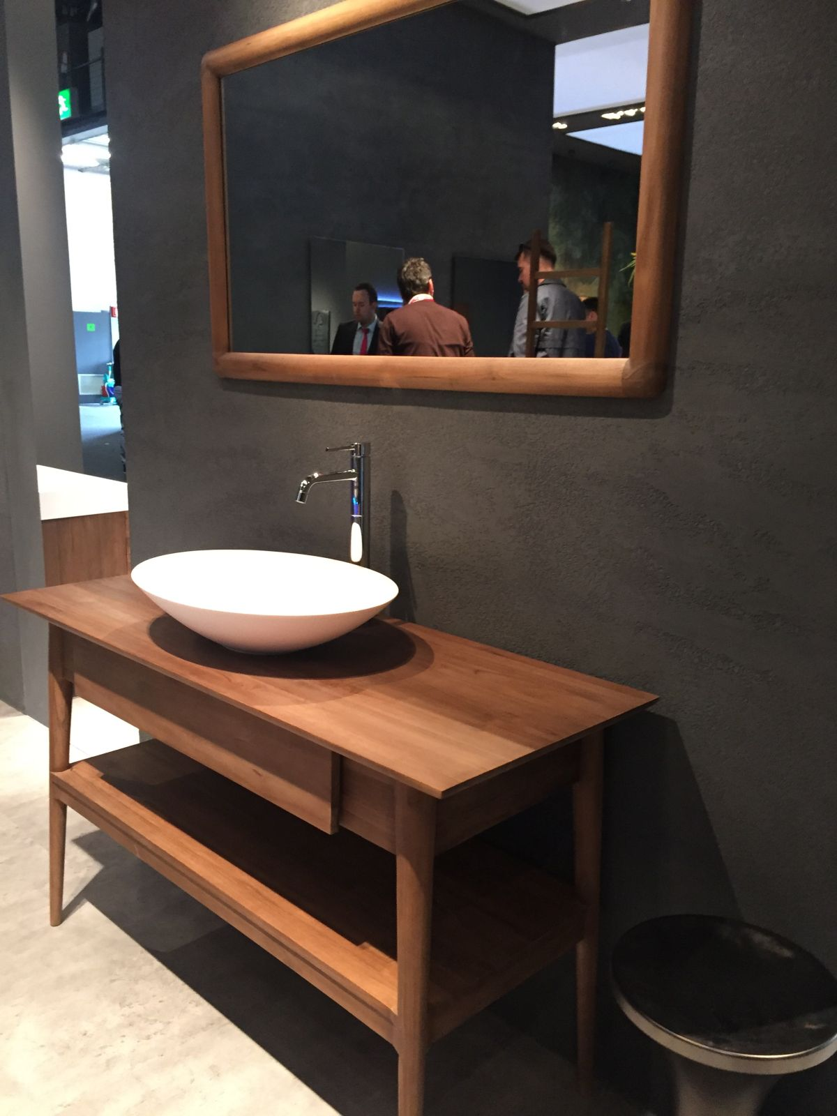 Stylish Ways To Decorate With Modern Bathroom Vanities