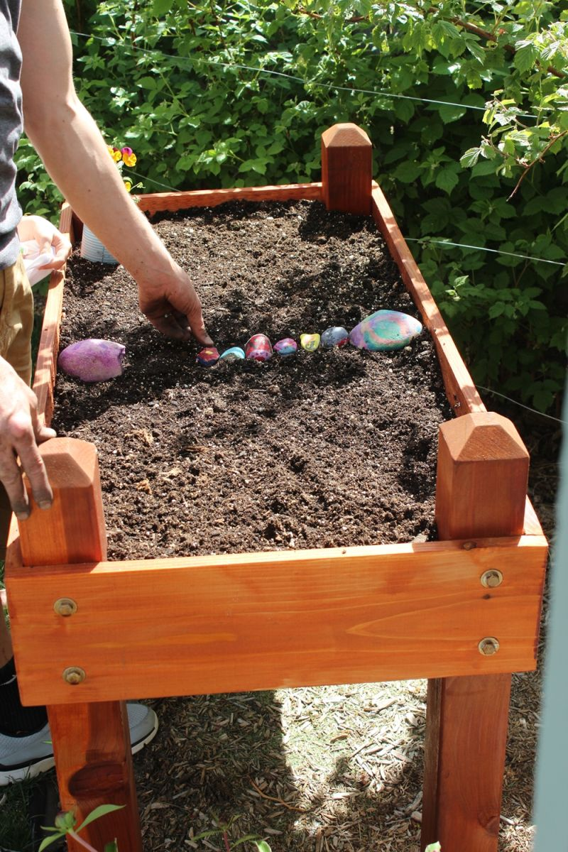 DIY Raised Flower Box-colorful rocks