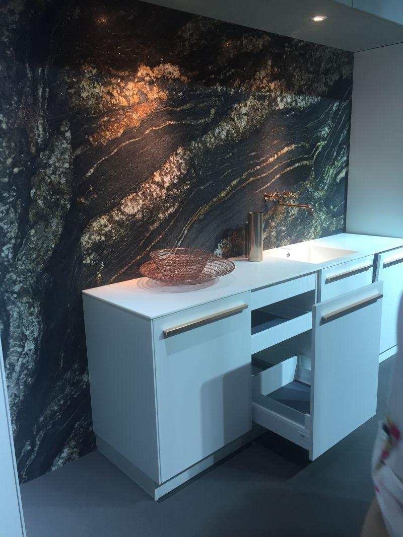 Floor to ceiling marble backspalsh