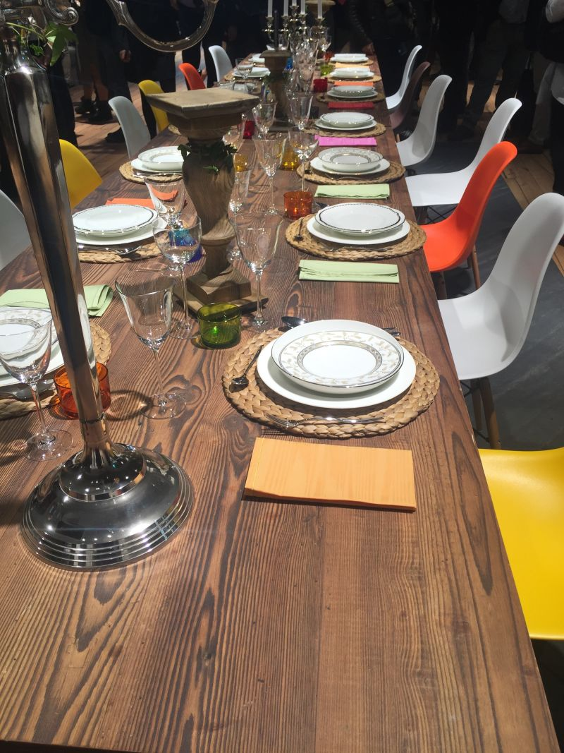 How to style a dining table for party