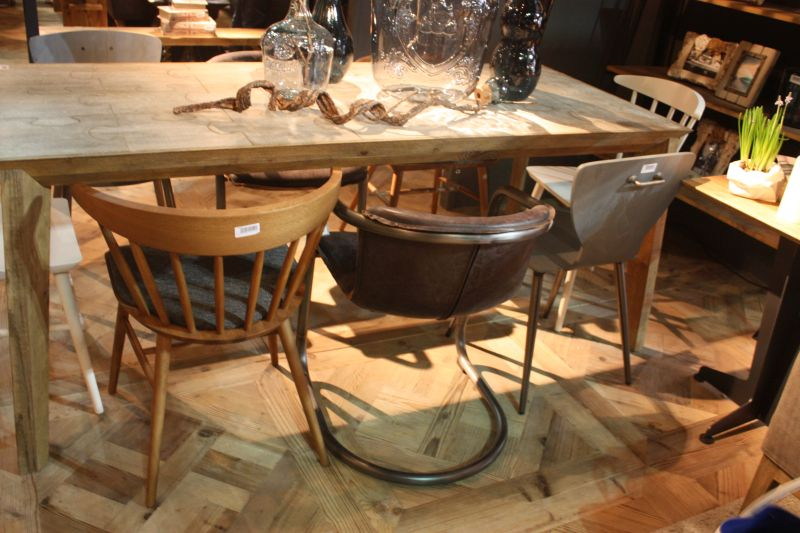 Of course, no one says that your dining chairs have to all match,as this set from Dialma Brown shows. We noted that many designers and mixing benches, chairs and even poufs around dining tables both formal and informal.