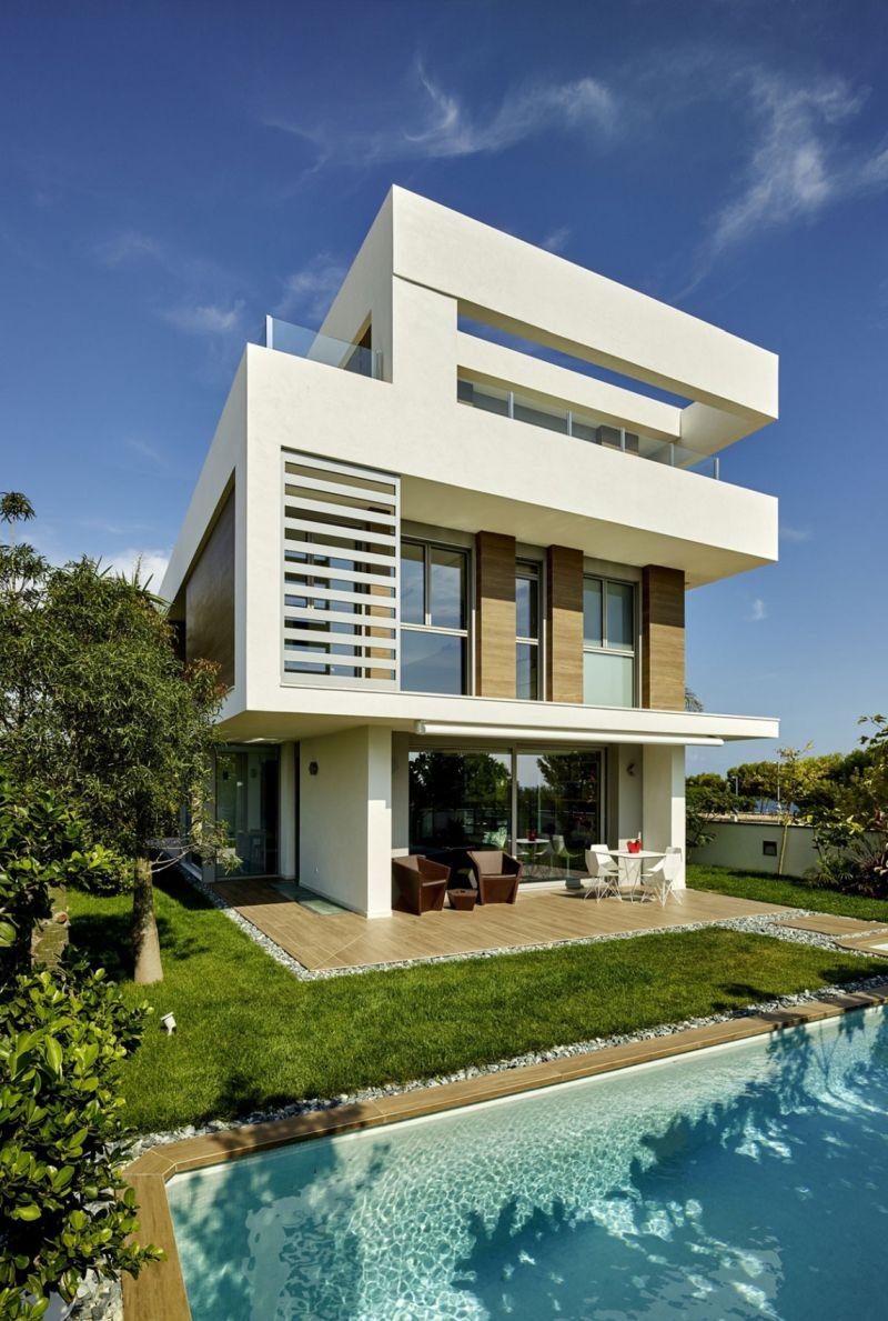 Bakcyard swimming pool and lawn around