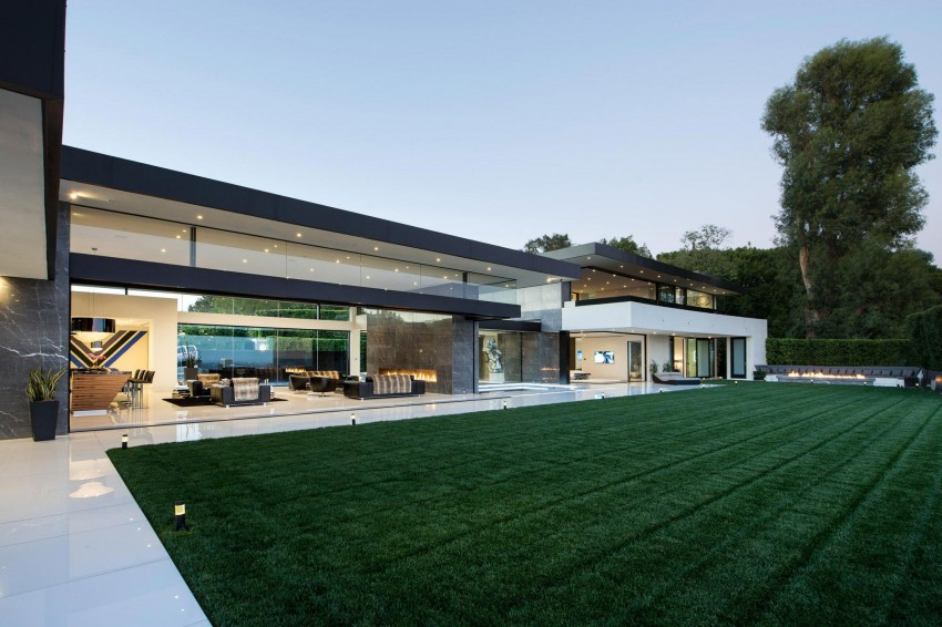 Contemporary home with a beautiful backyard