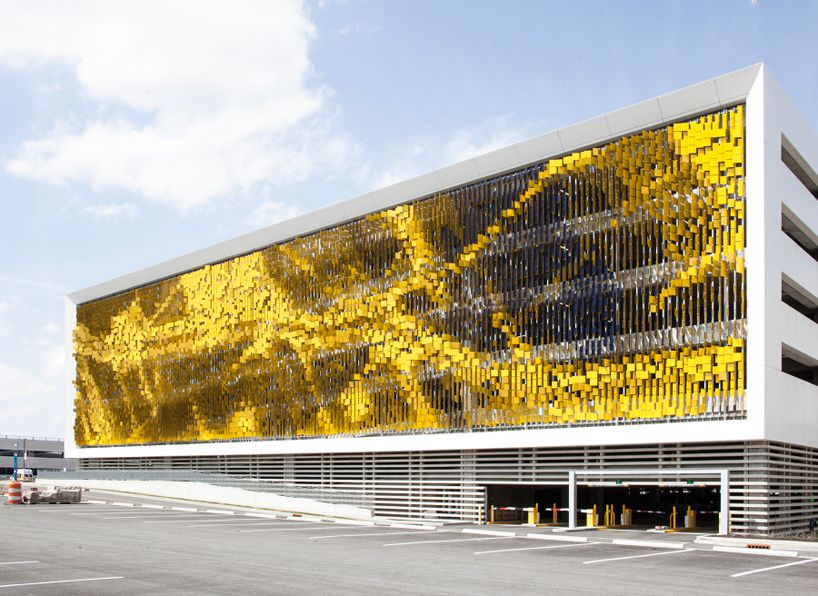 Dynamic facade Eskenazi Hospital in Indianapolis Picture