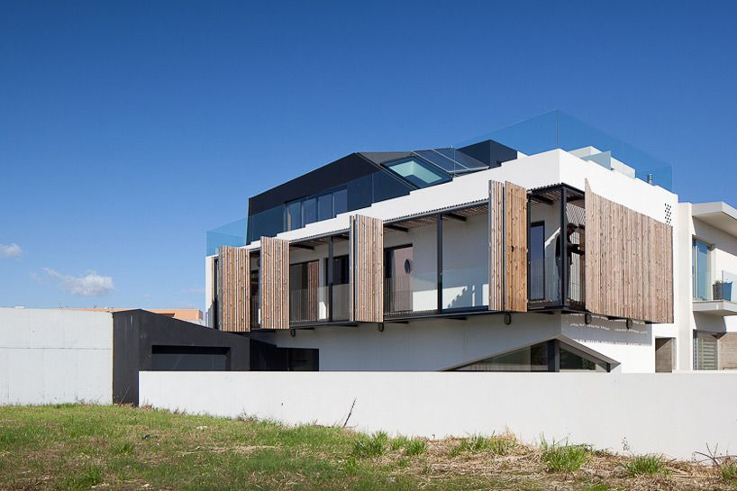 Dynamic house screens design open