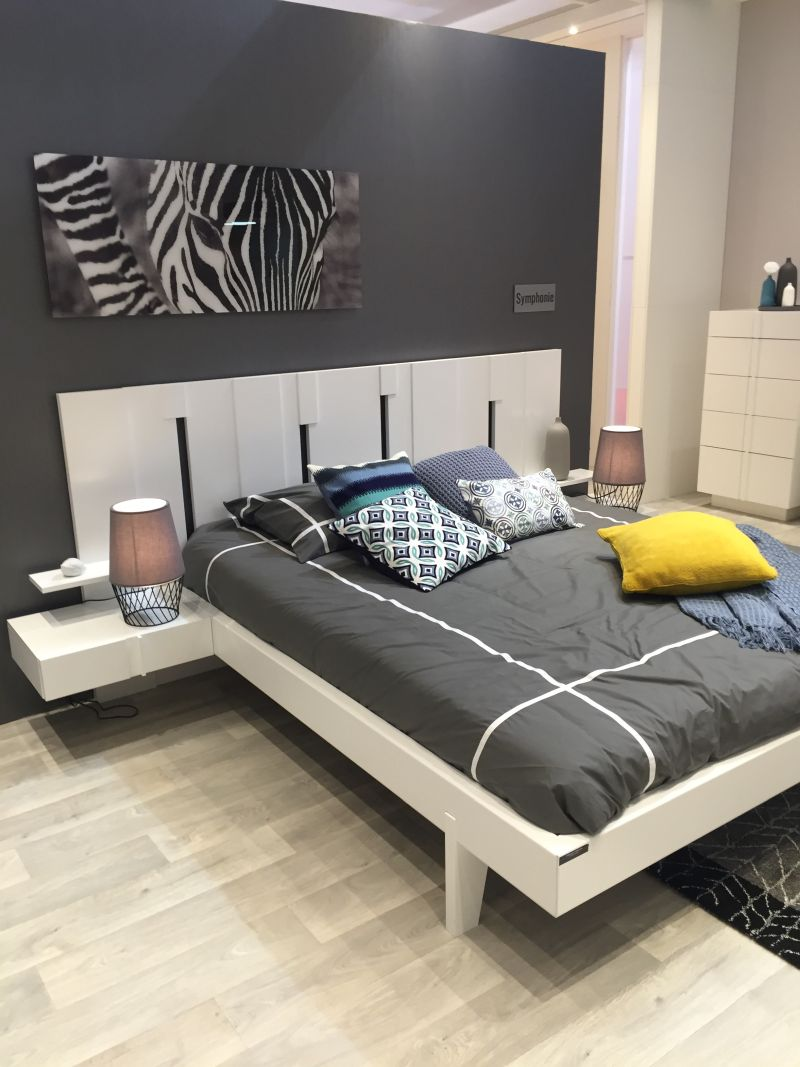 Grey and white bedroom color