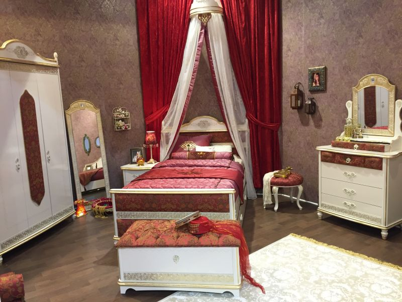 Victorian girl bedroom decor