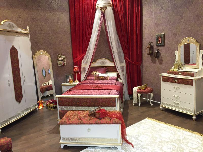 Victorian girl bedroom decor