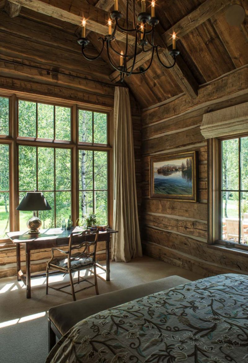 Woodland Cabin Enriches The Surroundings With Its Rustic