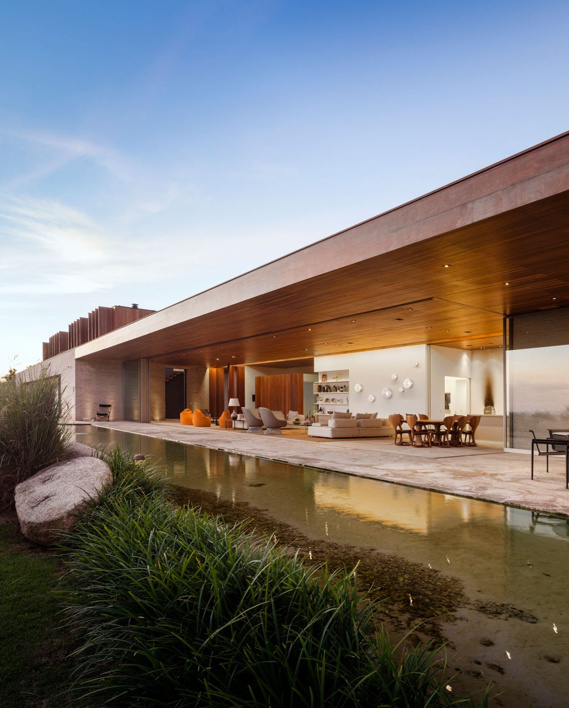 Contemporary house in sao paulo brazil with an amazing outdoor living space