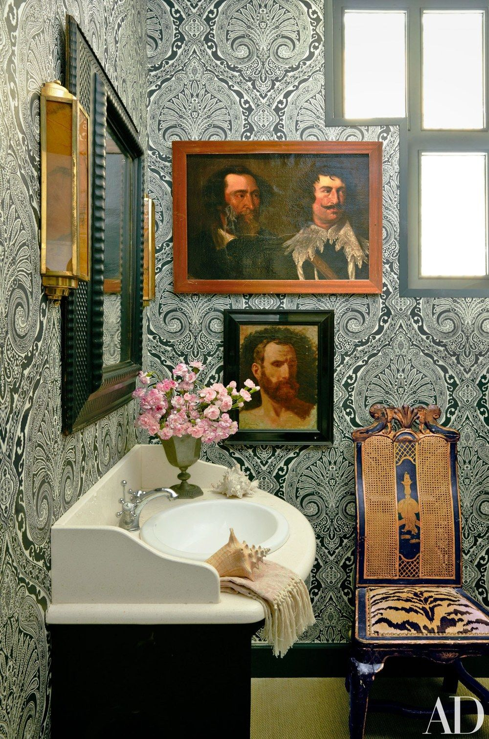 Decorating with framed paintings