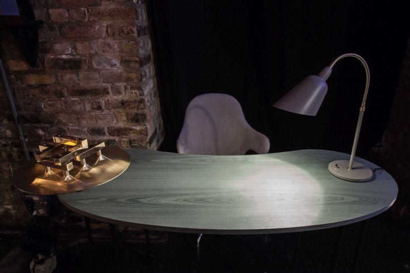 Modern desk table lamp