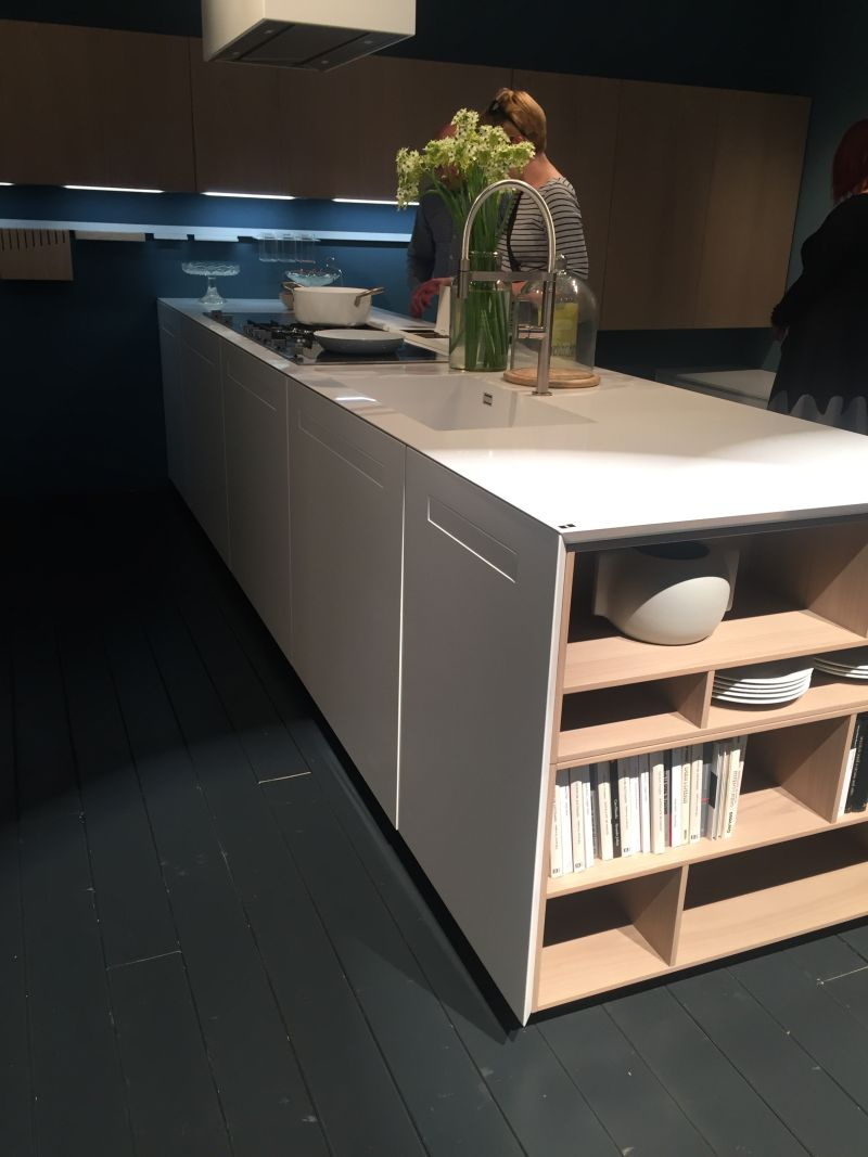 White kitchen island contertop - height