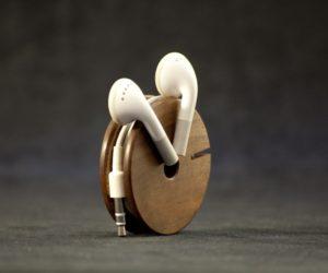 Wooden earphone holder