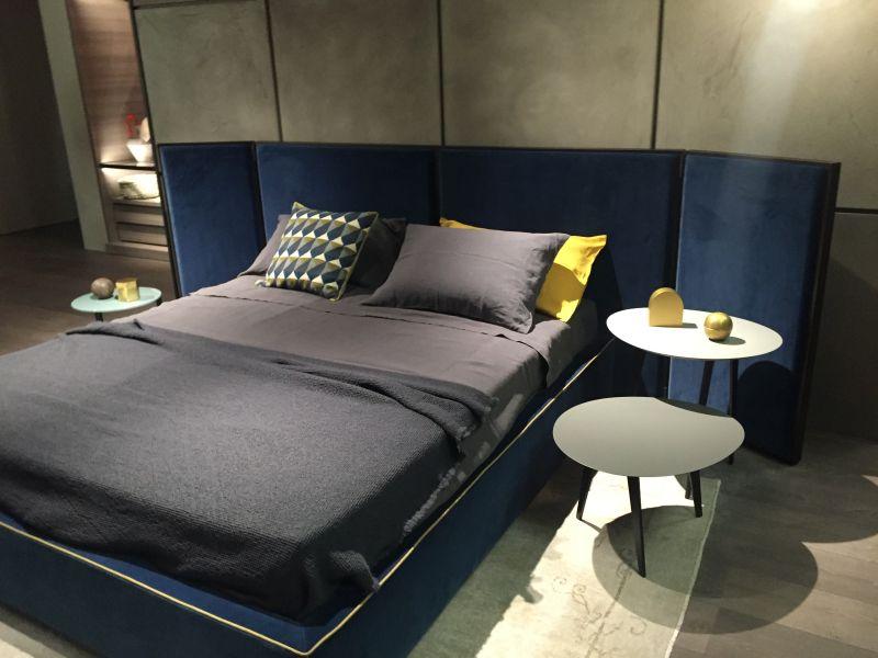 Yello trim blue bed