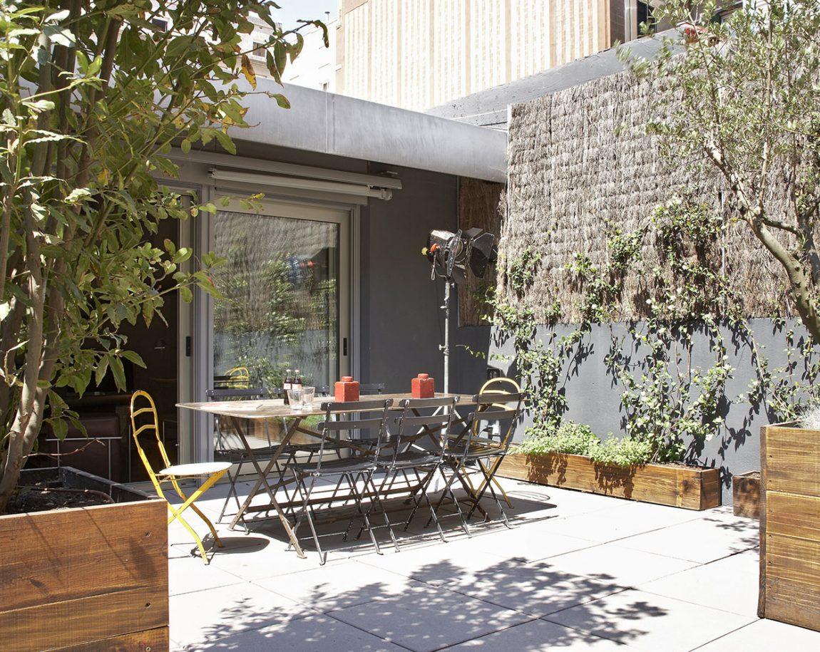 small backyard area designed for dine