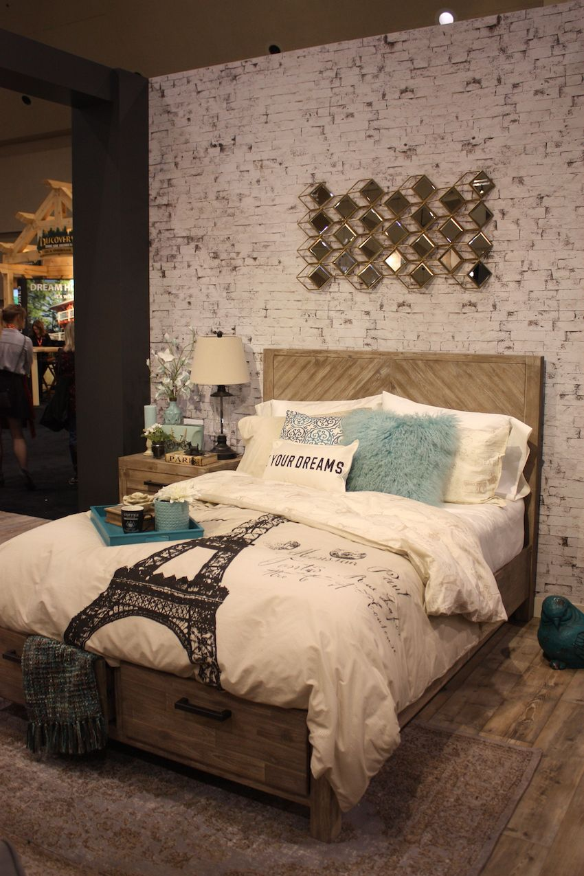 Bedroom bedding decor