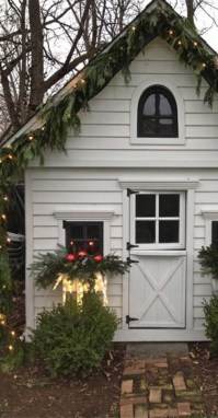 Christmas shed decor - Home Decorating Trends - Homedit