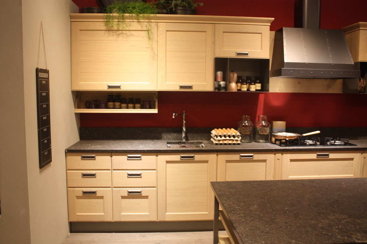 Stosa also has a similar kitchen cabinet handle option.