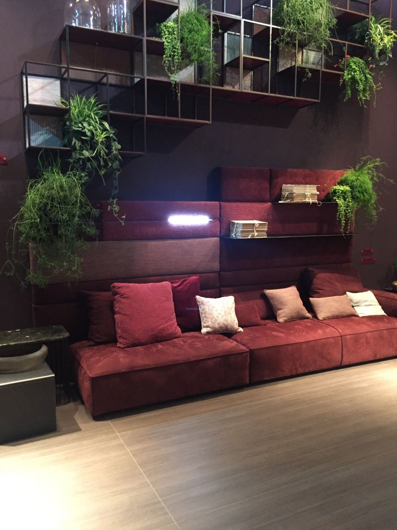 berry-shade-of-red-living-decor