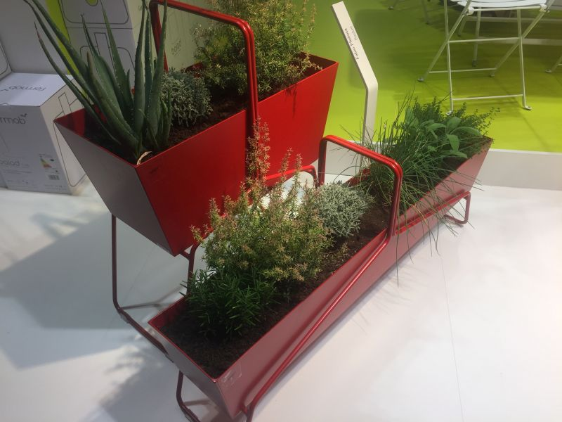 red-metalic-planter