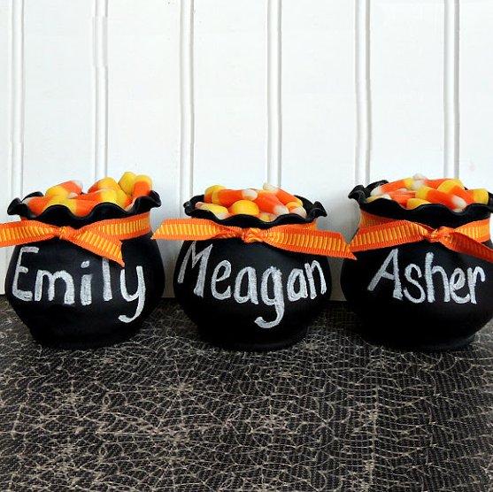 display-some-mini-cauldrons-for-halloween