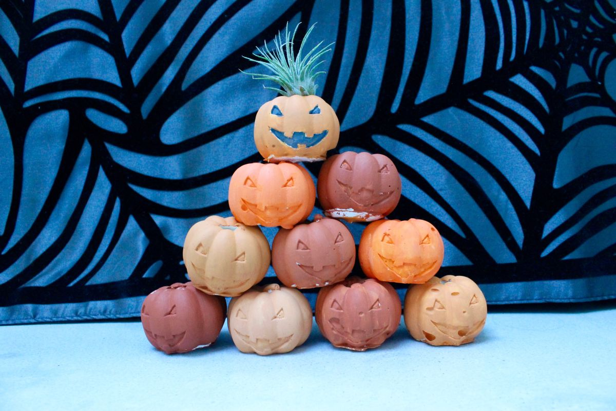 Halloween Pumpkin Air Plant Holders Stack
