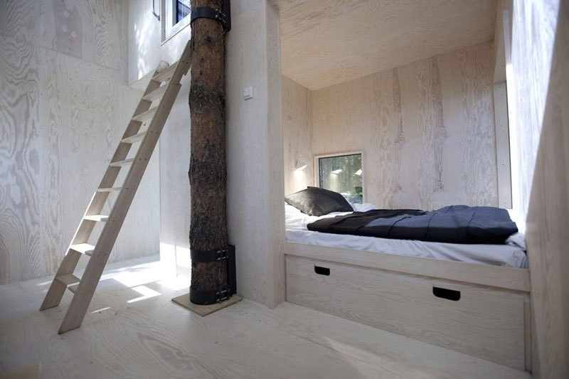 Mirror cube treehotel interior