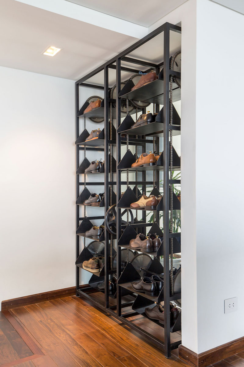 Penthouse Ecopark dressing room shoe storage