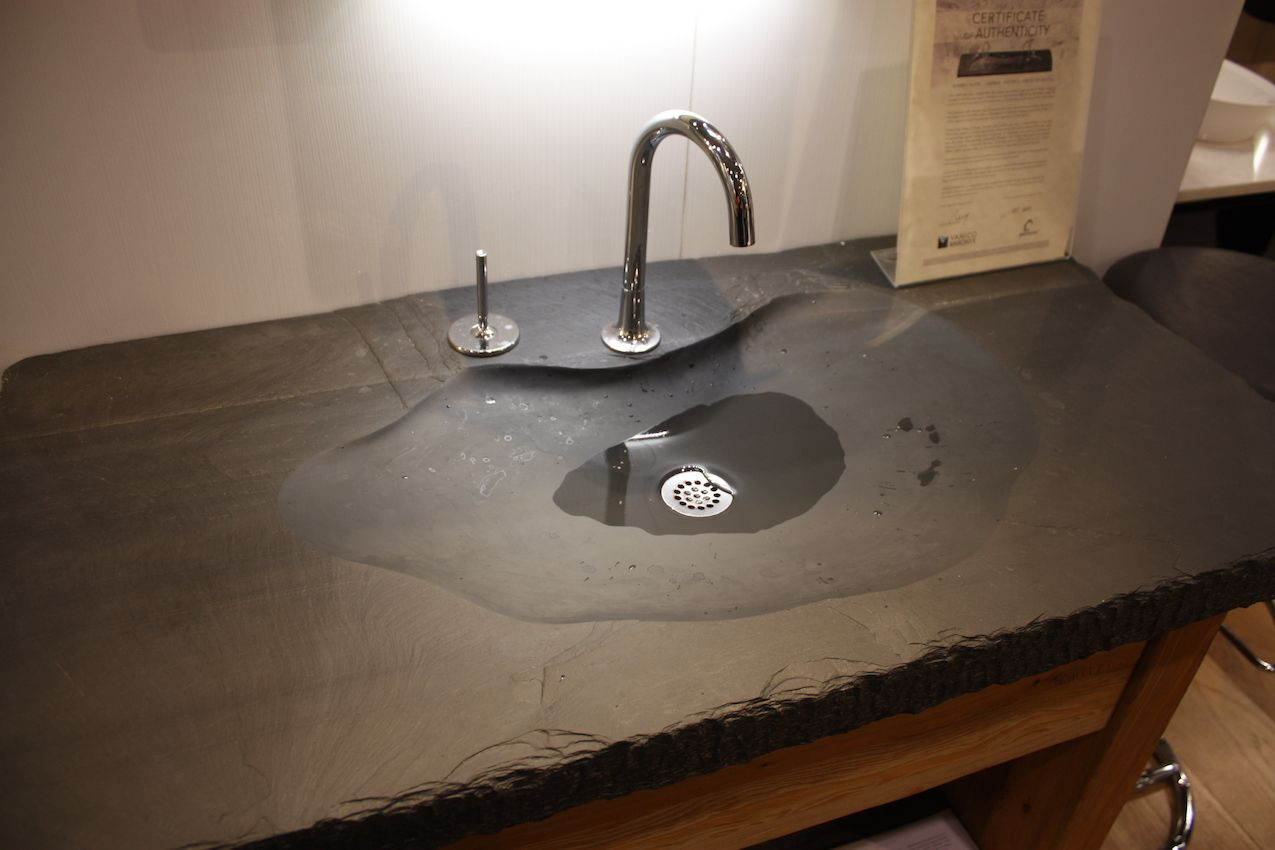 Vanico's slate basin is very natural, evoking the feeling of a small natural pool.
