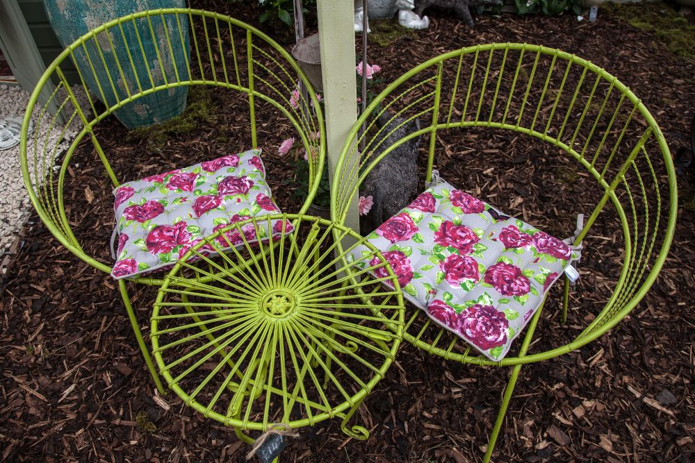 Wire bold furniture - water resistant
