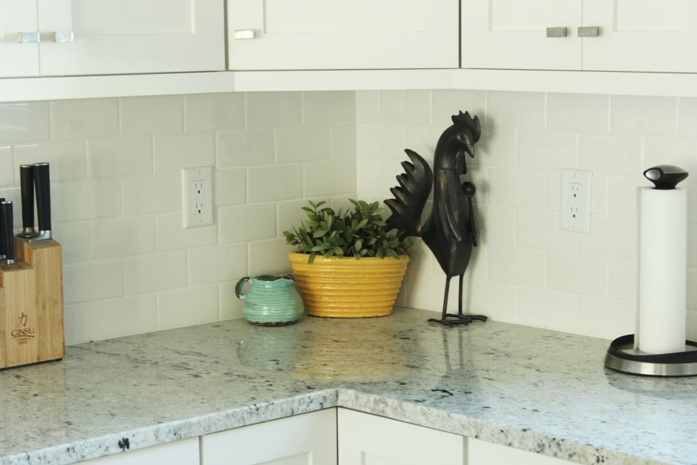 How To Decorate A Kitchen Without Losing Countertop Space
