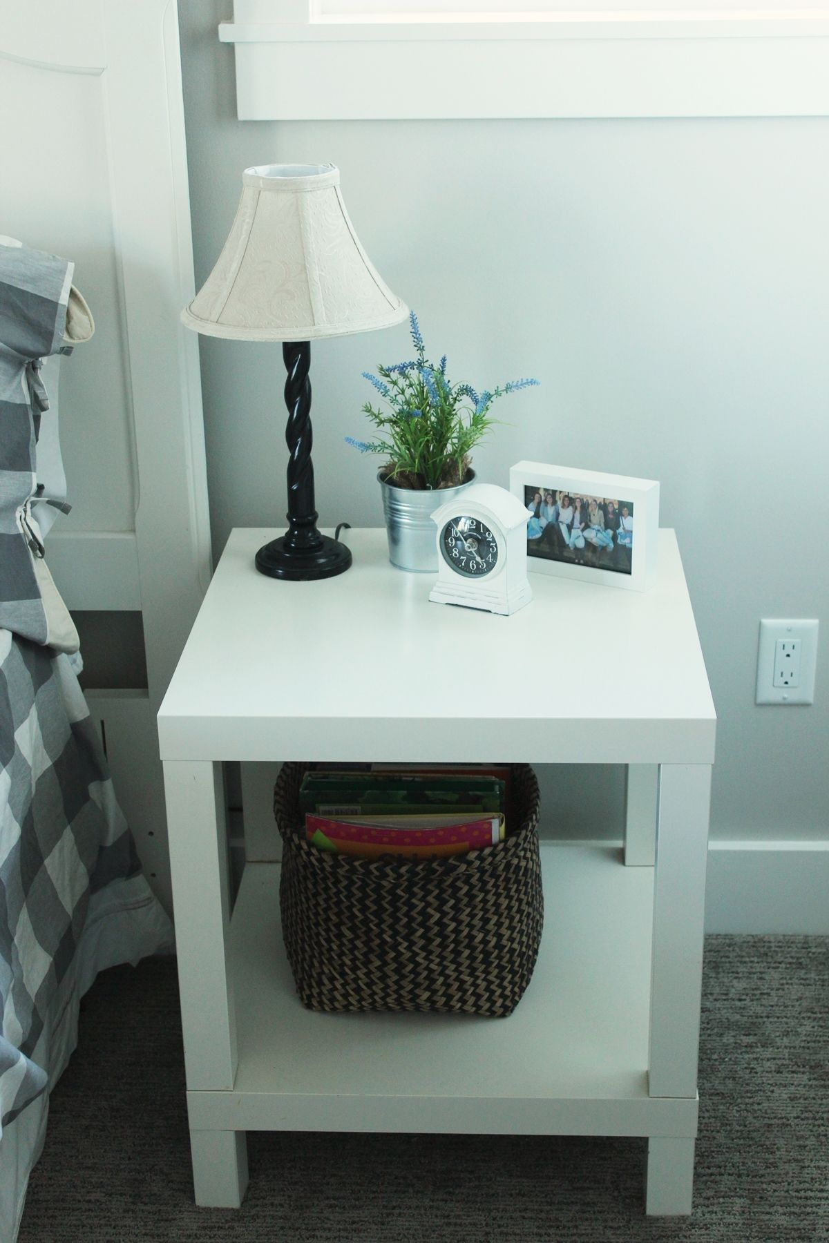 Decorate the guest bedroom nighstand