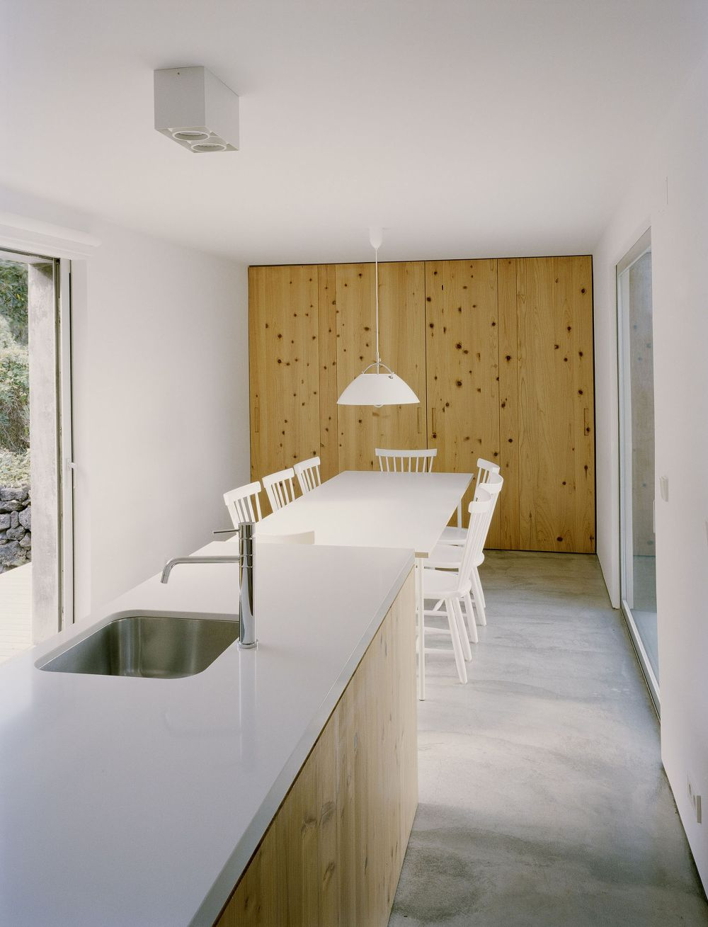 E-C House from SAMI-arquitectos Kitchen