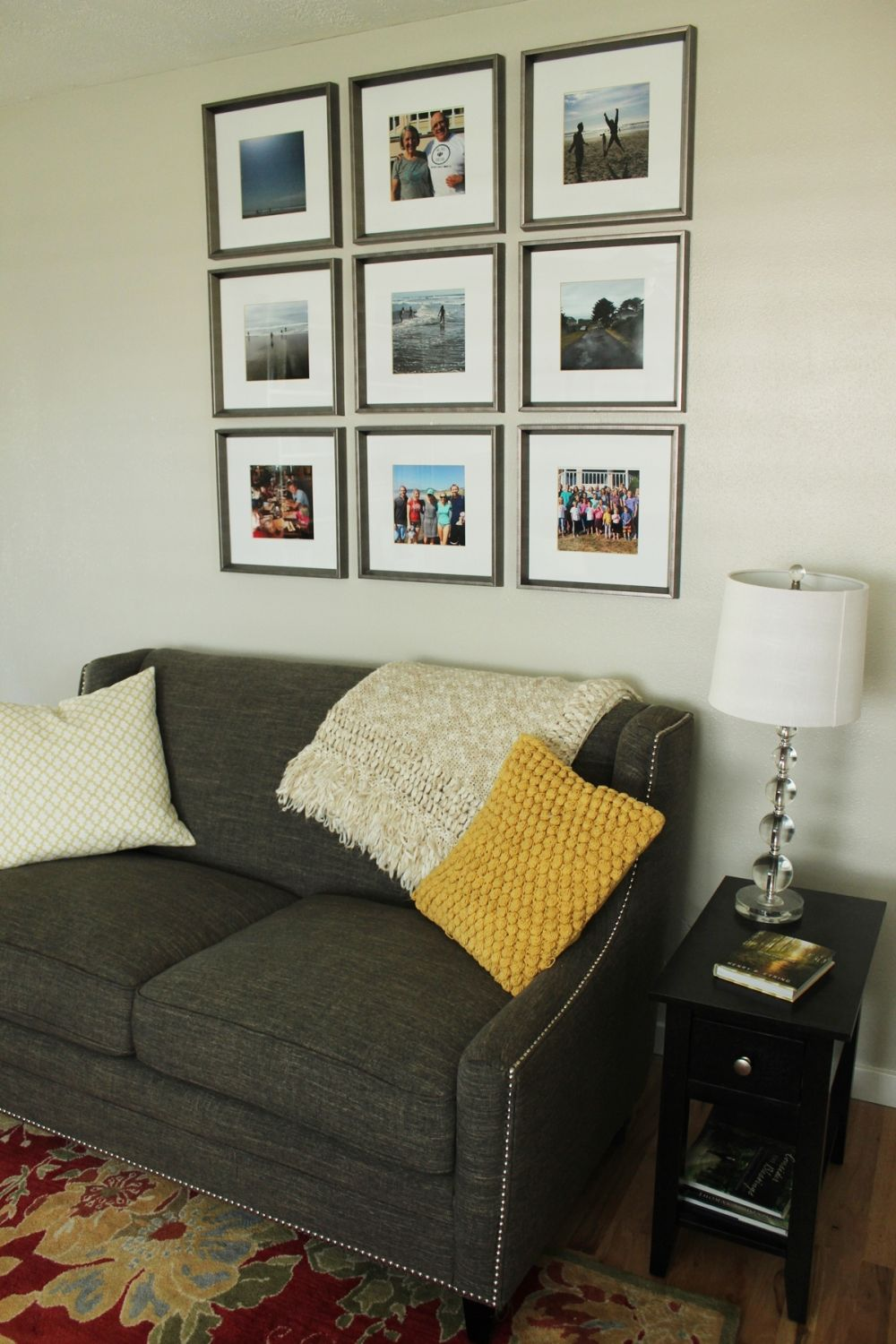 How to Decorate a Living Room Simply and Stylishly