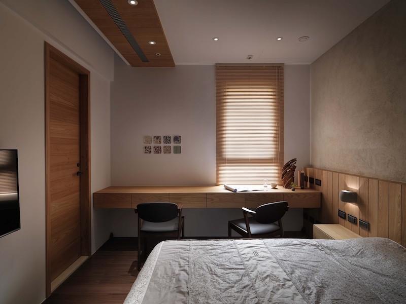 Jade apartment bedroom desk