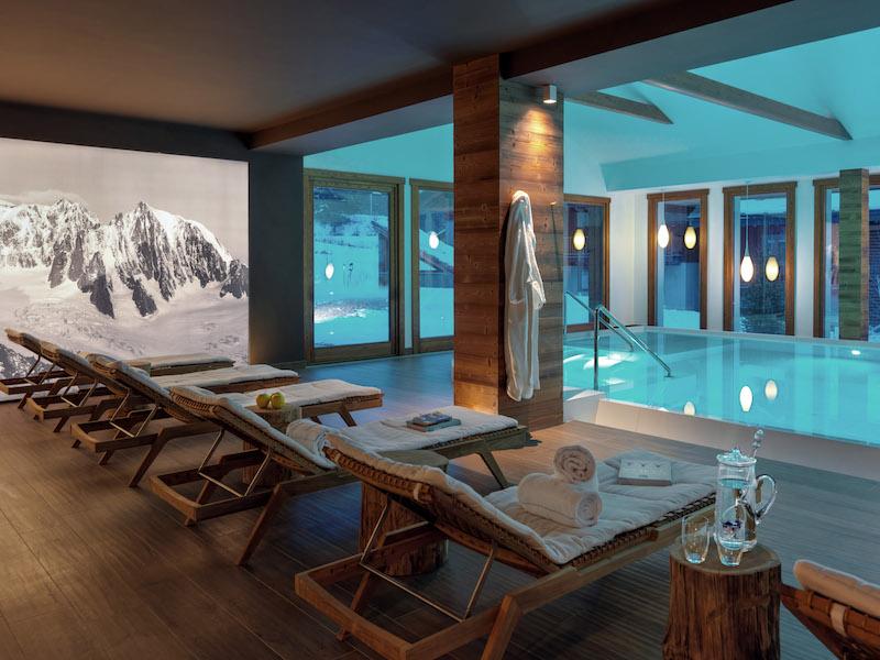 Nira Montana hotel poolside lounge