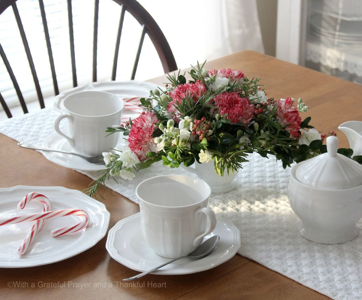 Real flowers and fresh for Christmas table centerpiece