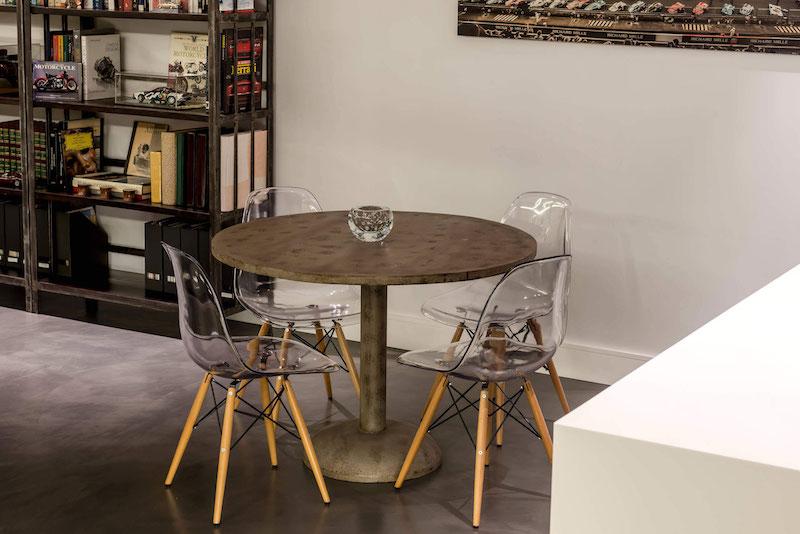 Residencial III house breakfast nook table