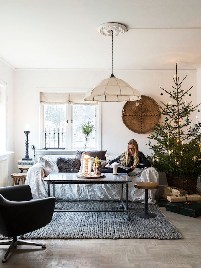 Decorating a scandinavian living room for Christmas