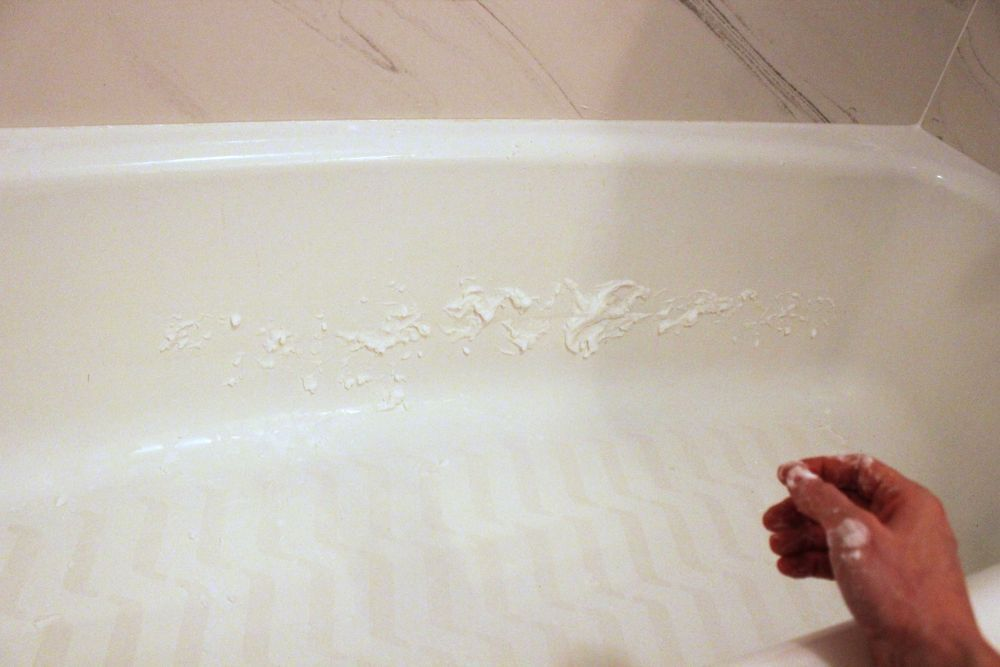 How to Clean a Bathtub Naturally