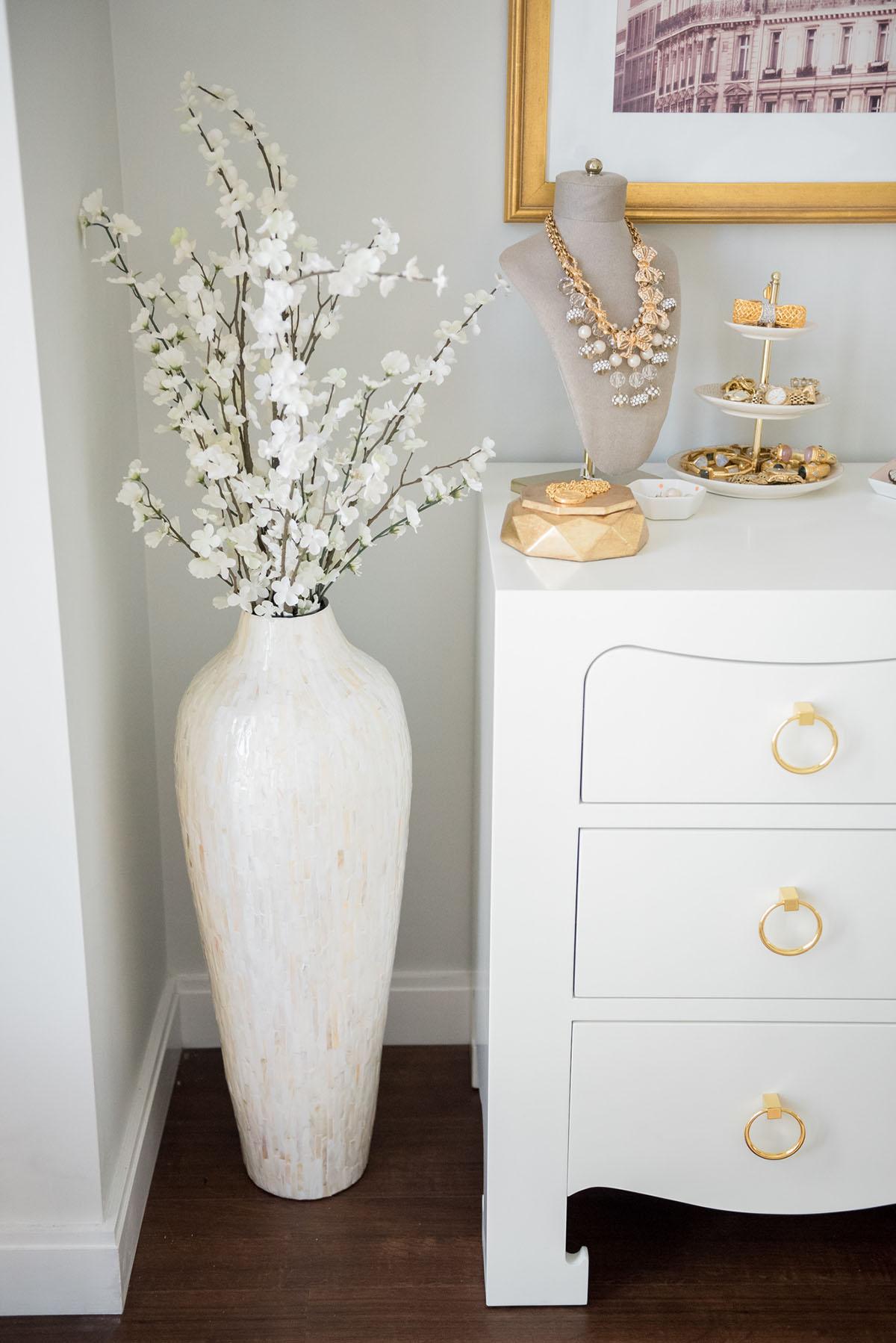 10 Ways to Fill Empty Corners With Floor Vases