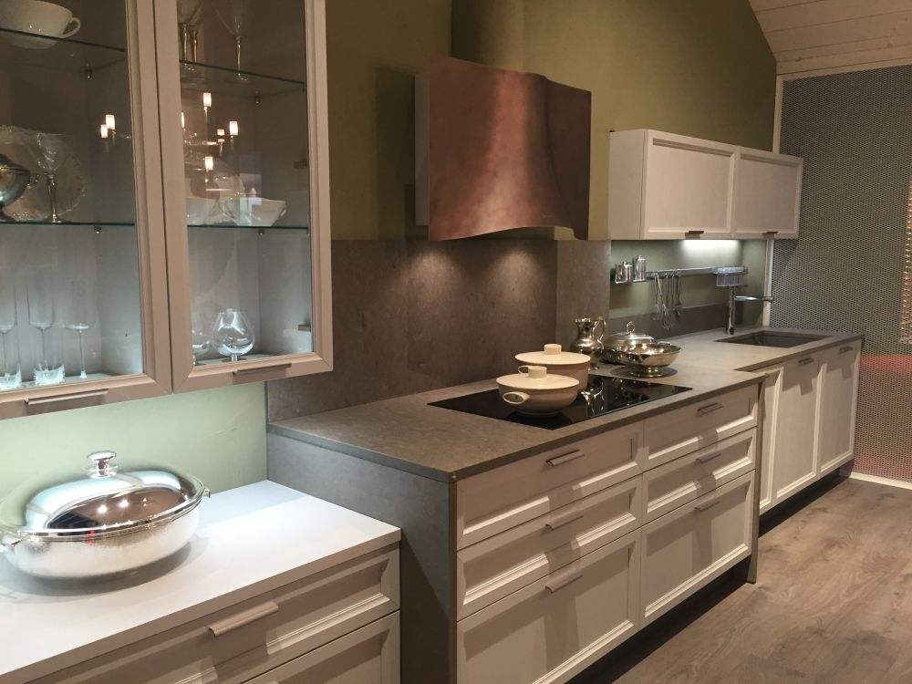 white kitchen cabinets glass doors delta savile stainless 1 handle pull down faucet five types of and their secrets view in gallery alternate between transparent opaque cabinet