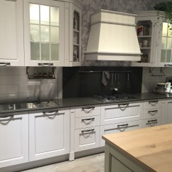 Black Glass Kitchen Cabinet Doors Laminate Or Engineered Wood Flooring For Five Types Of Cabinets And Their Secrets