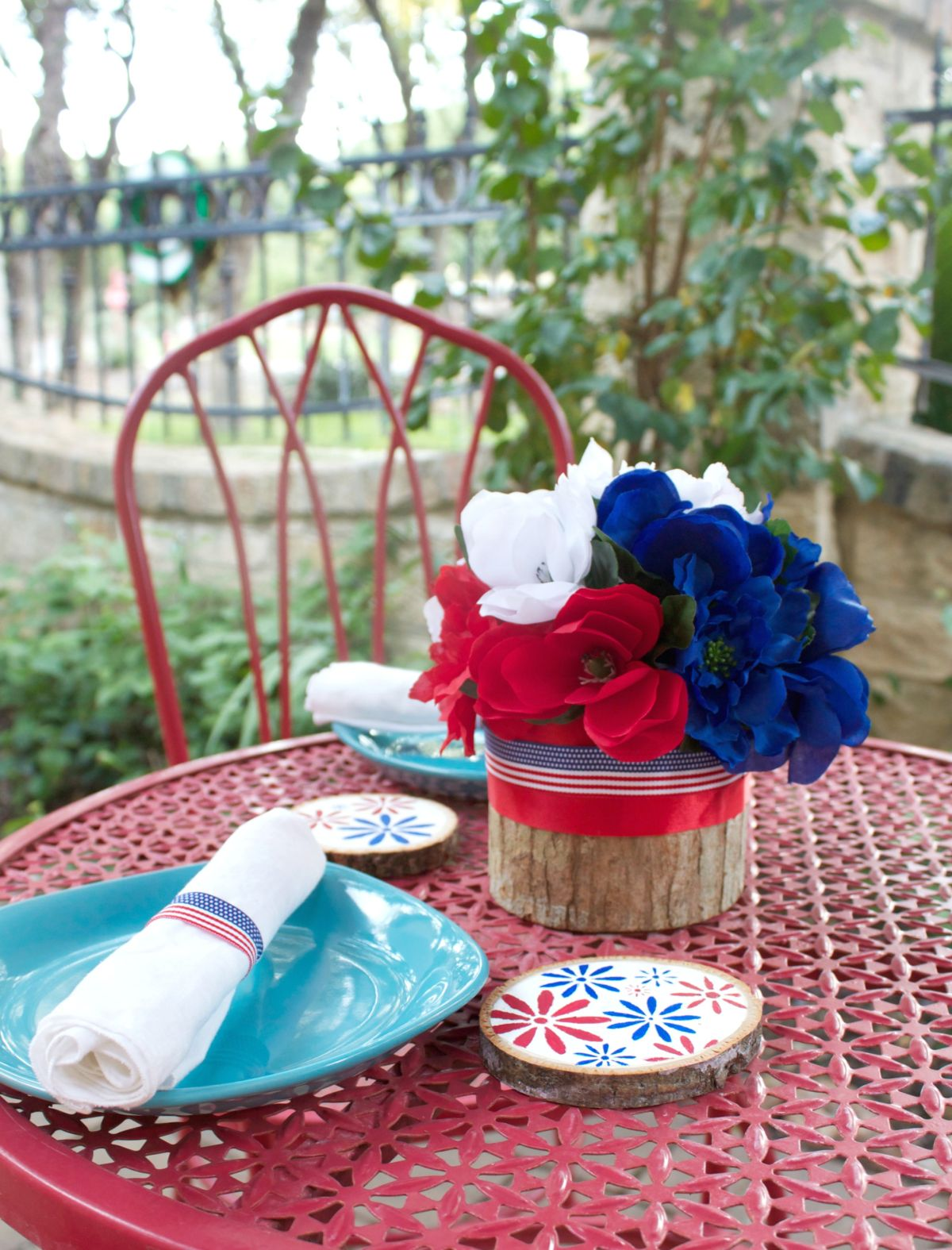 Floral Fourth Of July Table Decor DIY
