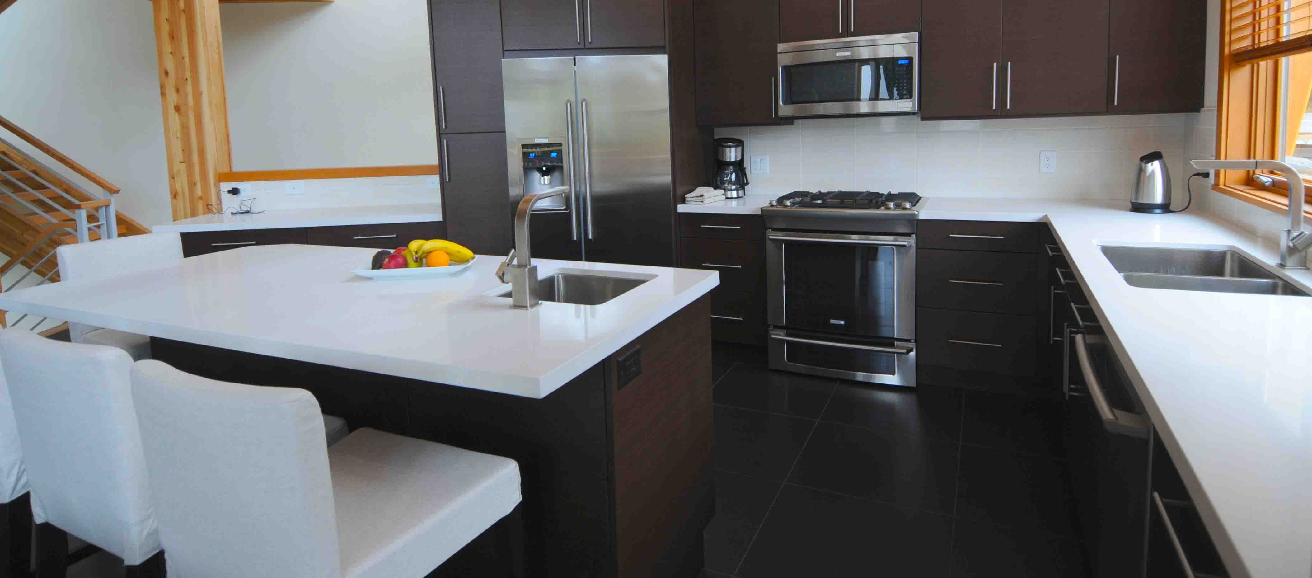 white kitchen countertops aid gas grill quartz