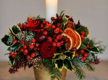 A Bunch of Christmas Flower Arrangements Infused With Holiday Charm images 4