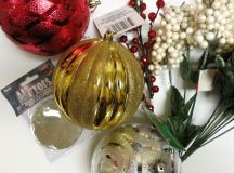 Christmas Ornament Floral Table Decor images 3